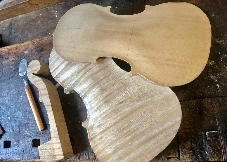 Ein Einblick in die Werkstatt und wie die Anfänge eines Instrumentes aussehen können