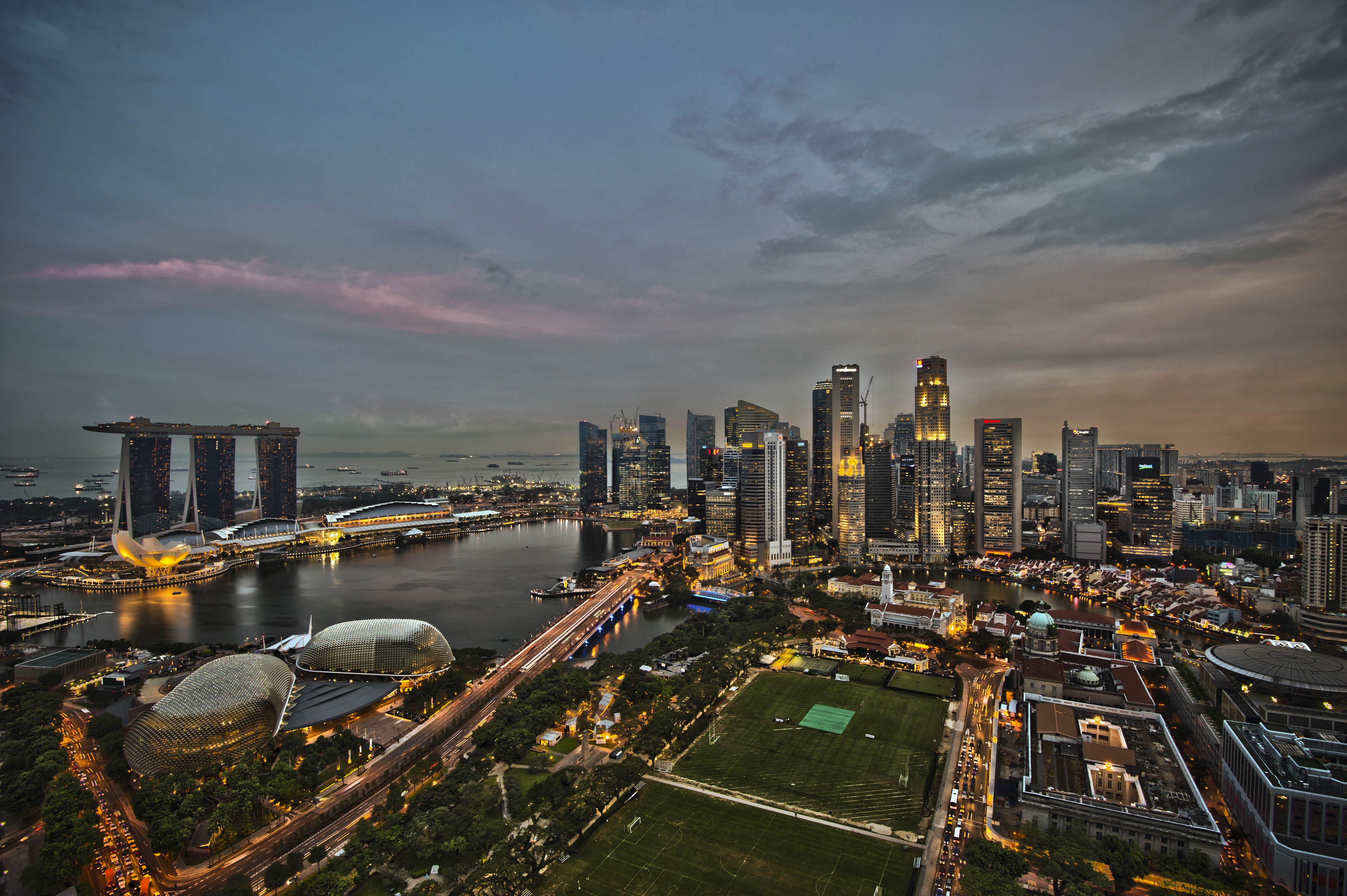 1_singapore_city_skyline_dusk_panorama_2011.jpg