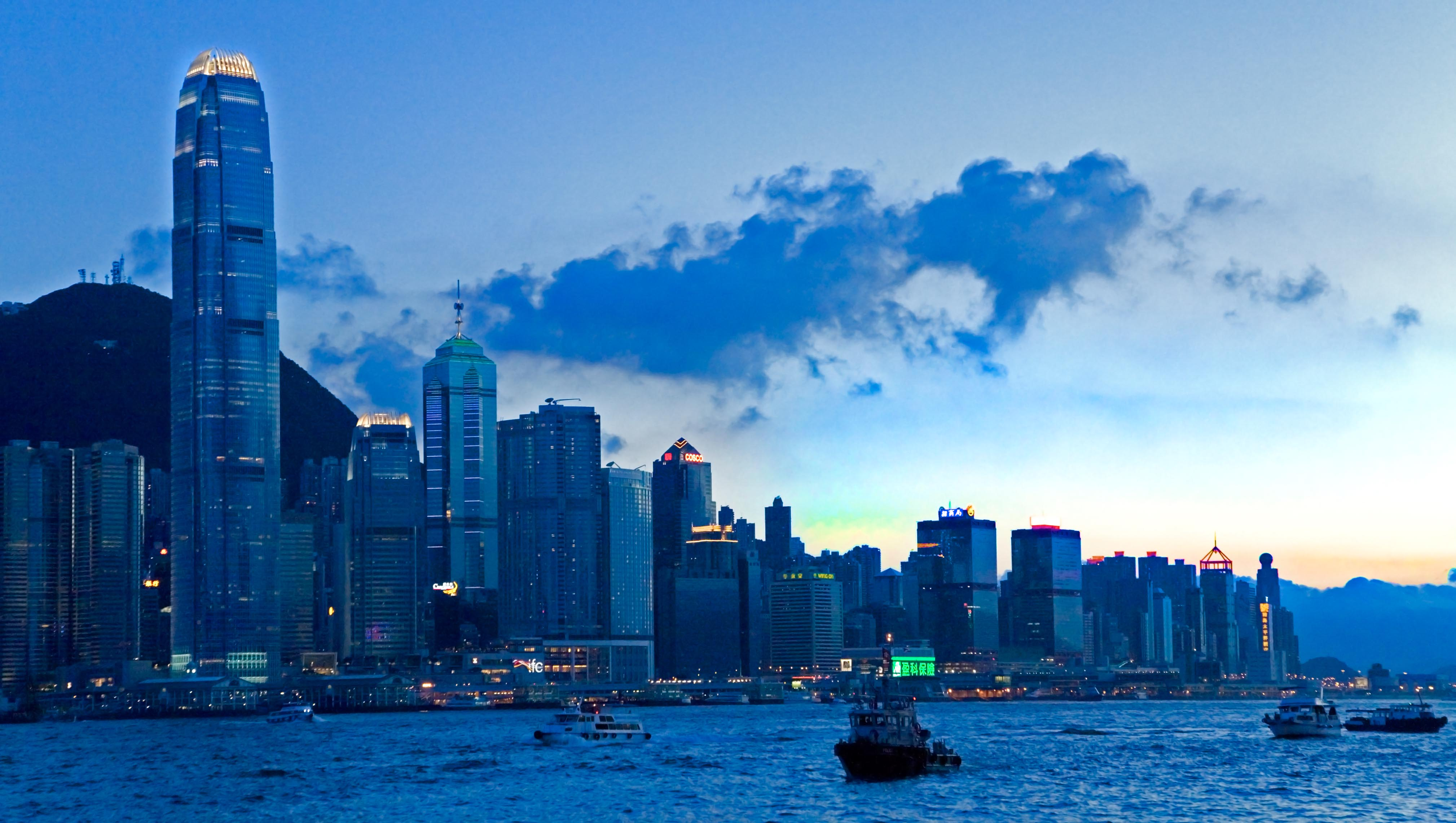 Hong_Kong_at_Dusk_(SKY-SUNSET)_I_(1138222273).jpg