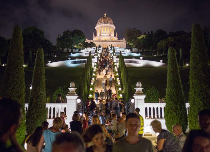O Santuário do Báb recebeu milhares de visitantes