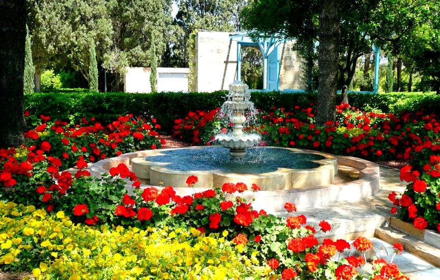 Ridván significa Paraíso. Este jardim de Ridván (perto de Akká) foi alugado e preparado por 'Abdu'l-Bahá, em 1875, para o uso do Seu pai. Este jardim tornou-se um dos retiros favoritos de Bahá'u'lláh, após décadas de exílios e prisão.