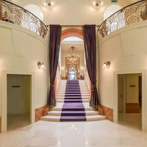 Aufgangstreppe, K+K Hotel