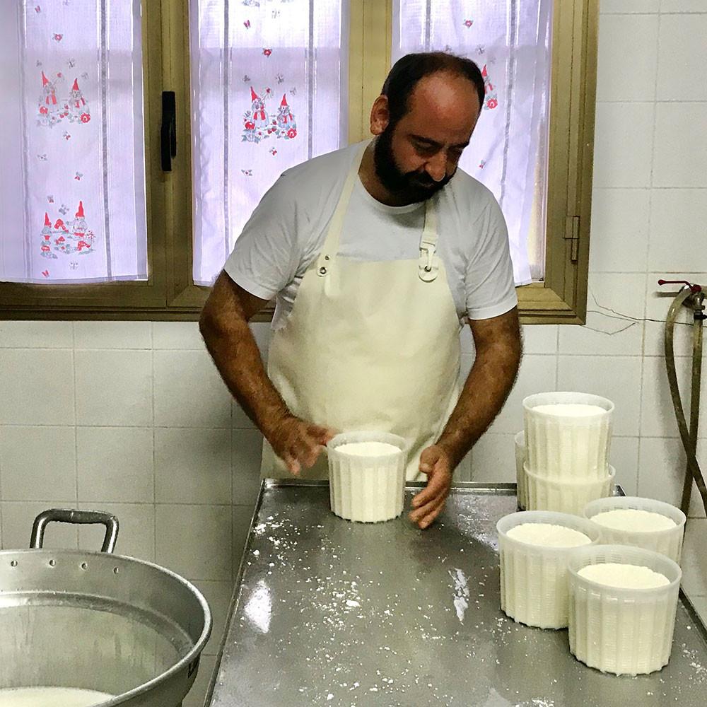 Pecorino und Ricotta-Produktion mit Rafaele