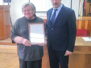 Торжественное вручение наград от Российской академии наук.