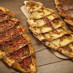CHOPPED MEAT WITH MOZZARELLA CHESE PIDE
