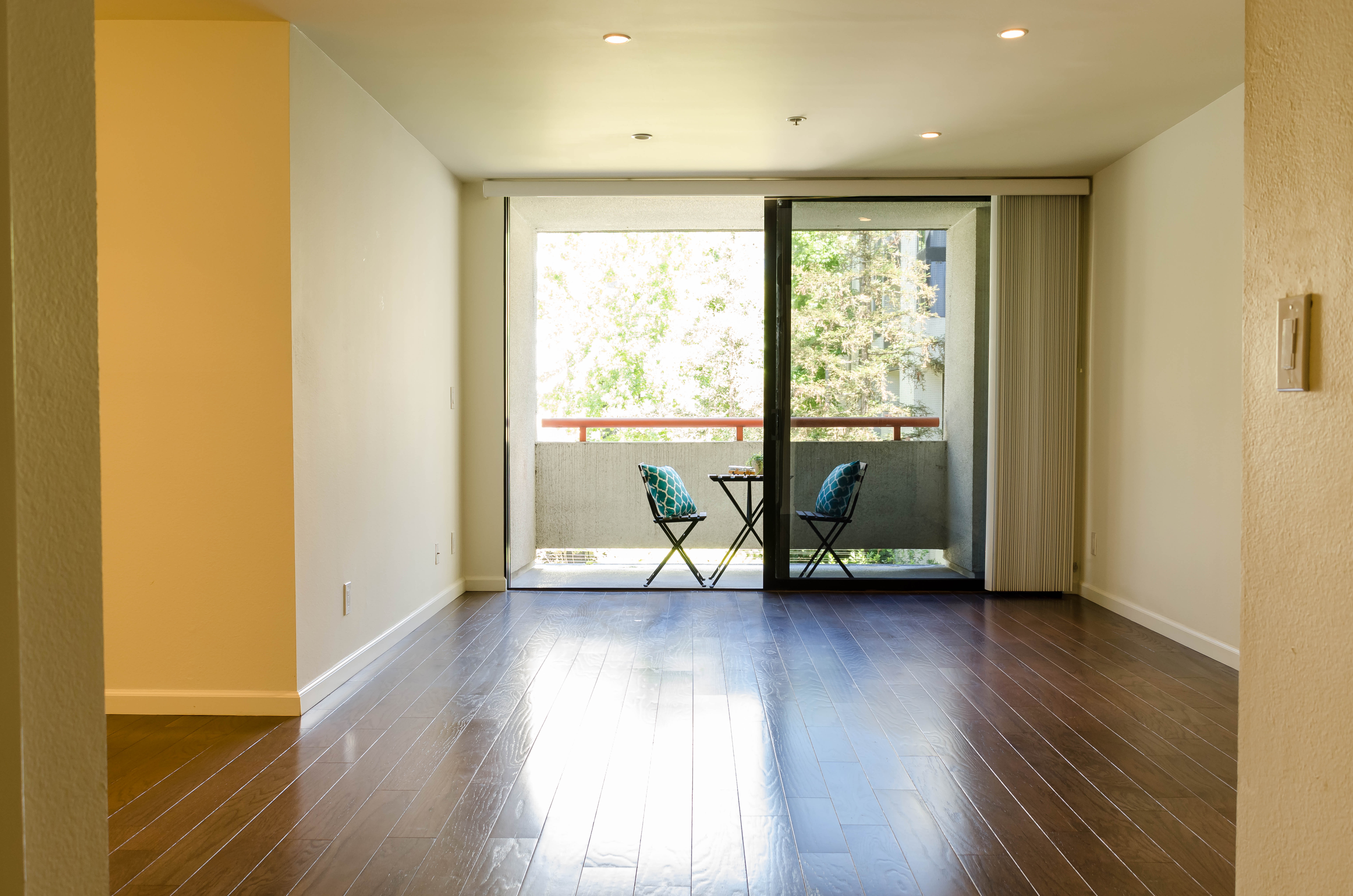 222 S. Central Ave #200 Livingroom 2