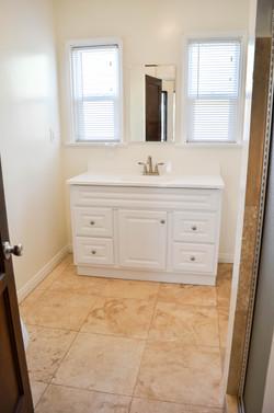3745 Buckingham Rd bathroom
