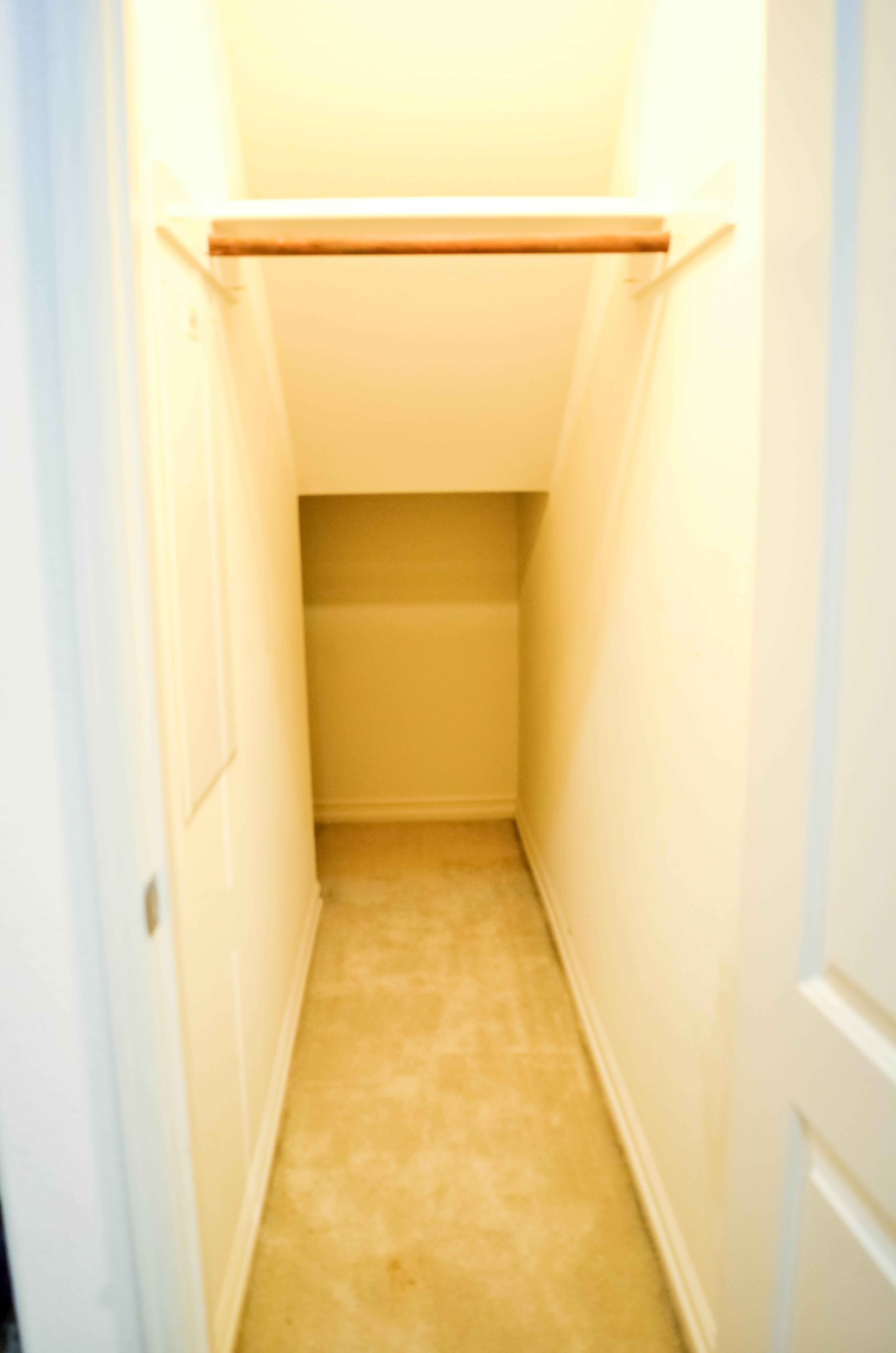 MURA Entrance walking closet