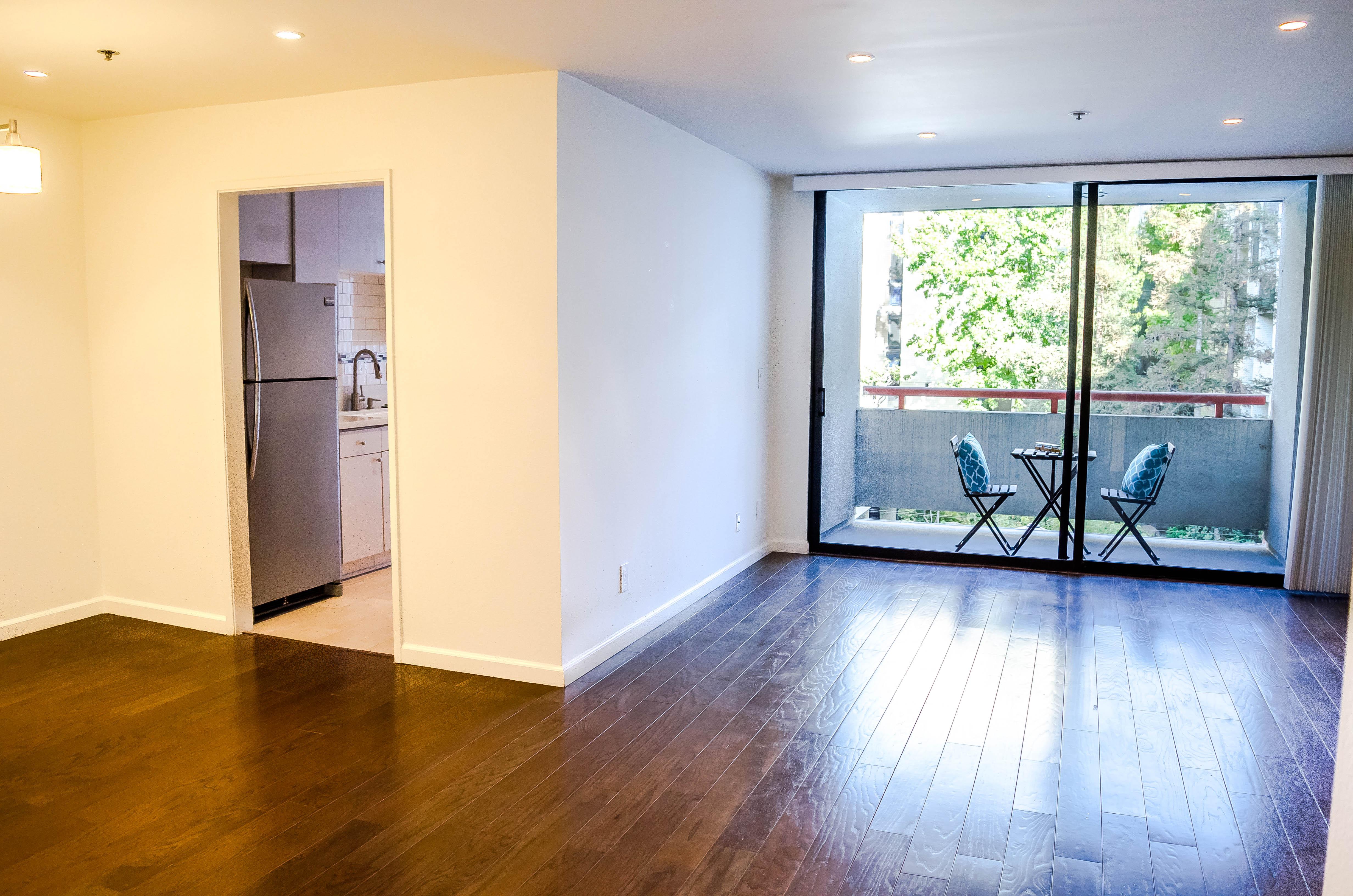 222 S. Central Ave #200 Livingroom-2