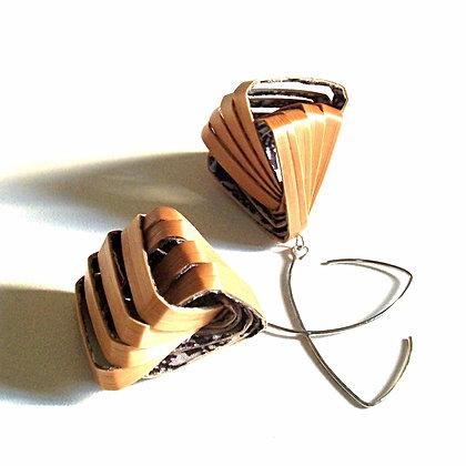 Boucles d'oreilles rubans en marqueterie de paille dorée
