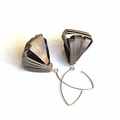 Boucles d'oreilles rubans de paille bronze