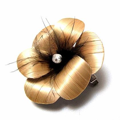 Barrette / broche fleur en marqueterie de paille