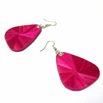 Boucles d'oreilles pendantes en marqueterie de paille rose