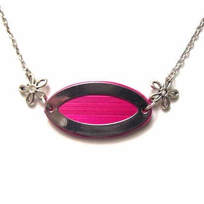 Collier pendentif en paille de seigle rose et métal argenté