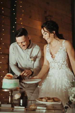 Tortenanschnitt Hochzeit.jpg