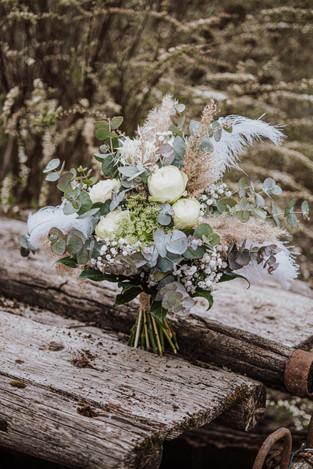 Brautstrauß grün weiß.jpg