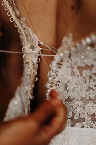 Brautkleid schnüren