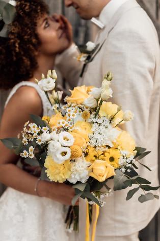 Brautpaarshooting Brautstrauß.jpg
