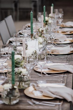 Tischdekoration Hochzeit grün und gold.j