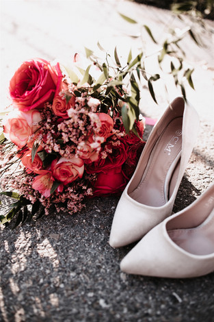 Brautstrauß und Brautschuhe.jpg