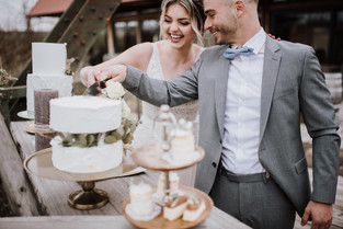 Hochzeitstorte anschneiden.jpg