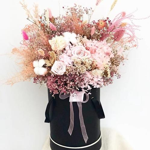 Flower Box aus Trockenblumen in verschiedenen Farben