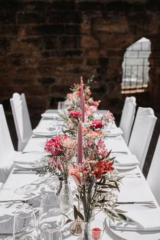 Blumendekoration Hochzeit.jpg