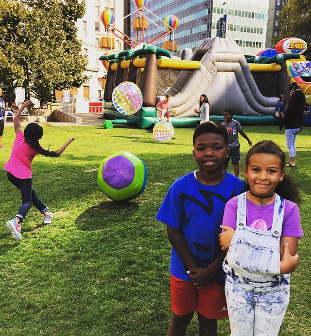 Colorful balls were flying all through the Kids Zone where there plenty of bounce houses, fun rides, & music to entertain little ones #ArtAn