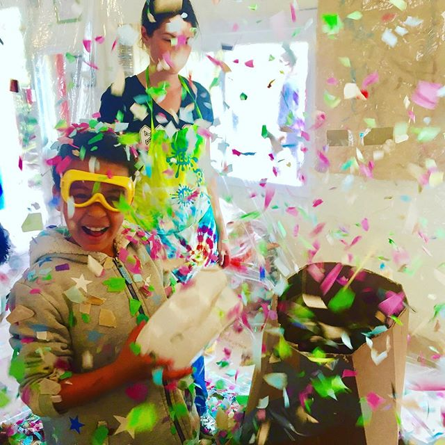 The confetti 🎉 room at Messy Art Day in El Cerrito Preschool this past weekend, this event only comes around once a year but it's one of our