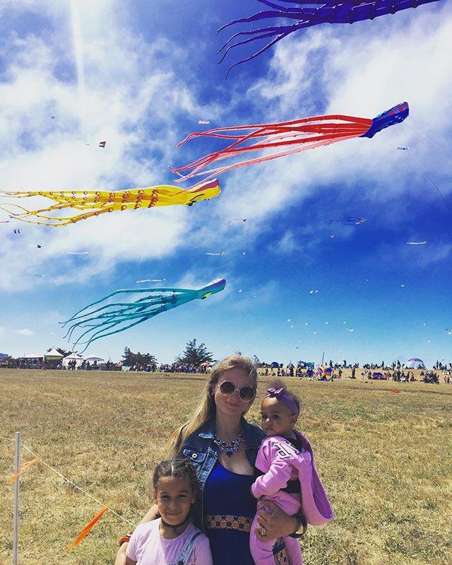 Giant octopi flying high in the sky #KiteFestival #BerkeleyMarina #BayExplorers #MomLife #YayArea #Kites #PlayAllDay #ForeverOutside #GetOut