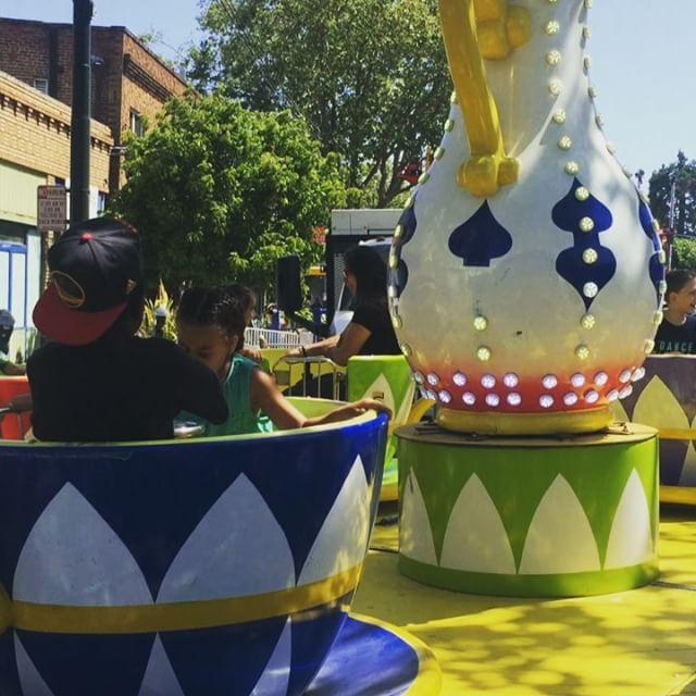 Getting dizzy on the teacups #TemescalStreetFair #Oakland #BayExplorers #CrazyKids #PlayAllDay #ForeverOutside #BayArea #MomLife #WhatToDoWi