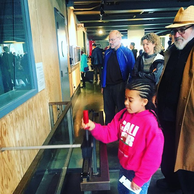 Experimenting with the relatives #Exploratorium #SanFrancisco #BayExplorers #WhatToDoWithKidsInTheBayArea _clare_ity your mommy🙃