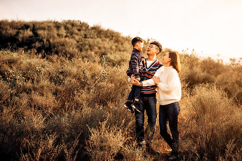 Outdoor Family Portrait- Package A ( 10pics + C'sTeam )