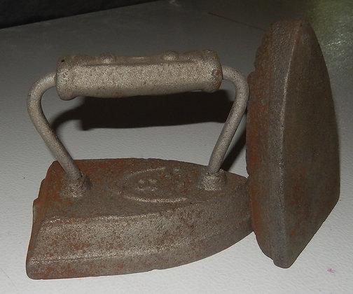 VTG Cast Clothes Iron