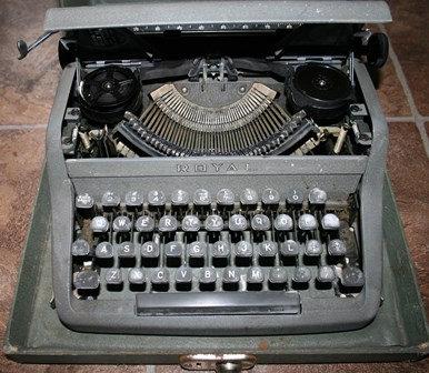 Vintage Royal Commander Typewriter in Case