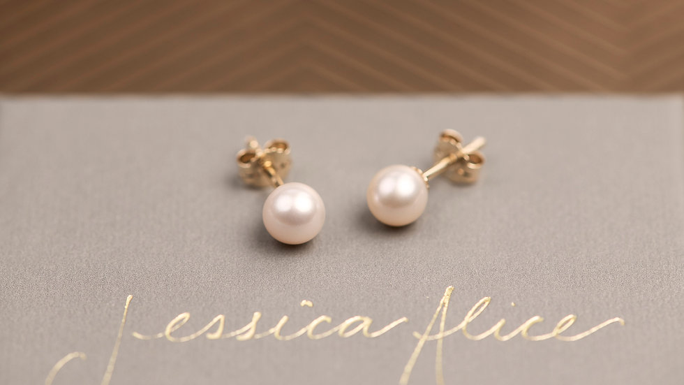 9ct Solid Gold Pearl Studs