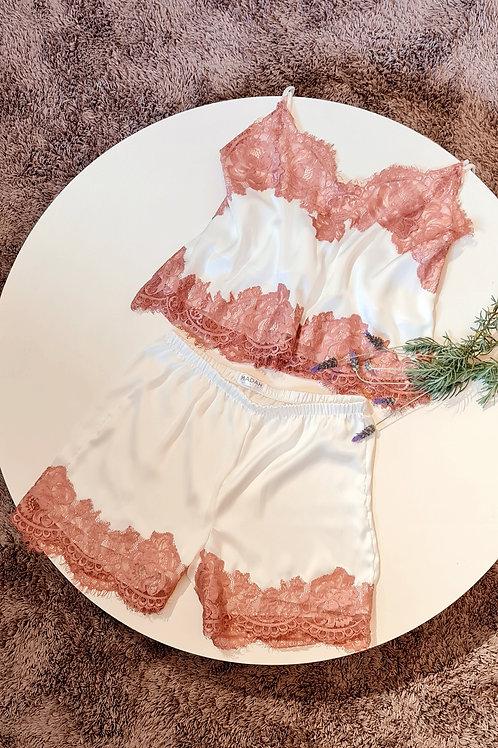 pijama off white com rosa