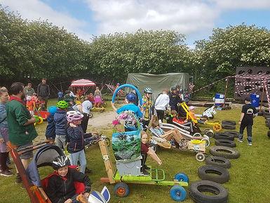 Rudme Rally. Børn og unge dyster i sæbekassebiler på Rudme Friskole