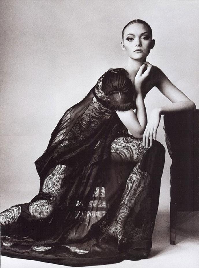 The-Balenciagia-Mystique-Vogue-US-March-2006-Gemma-Ward-Irving-Penn-editorial-2[4]