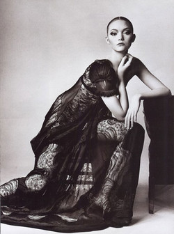 The-Balenciagia-Mystique-Vogue-US-March-2006-Gemma-Ward-Irving-Penn-editorial-2[4]
