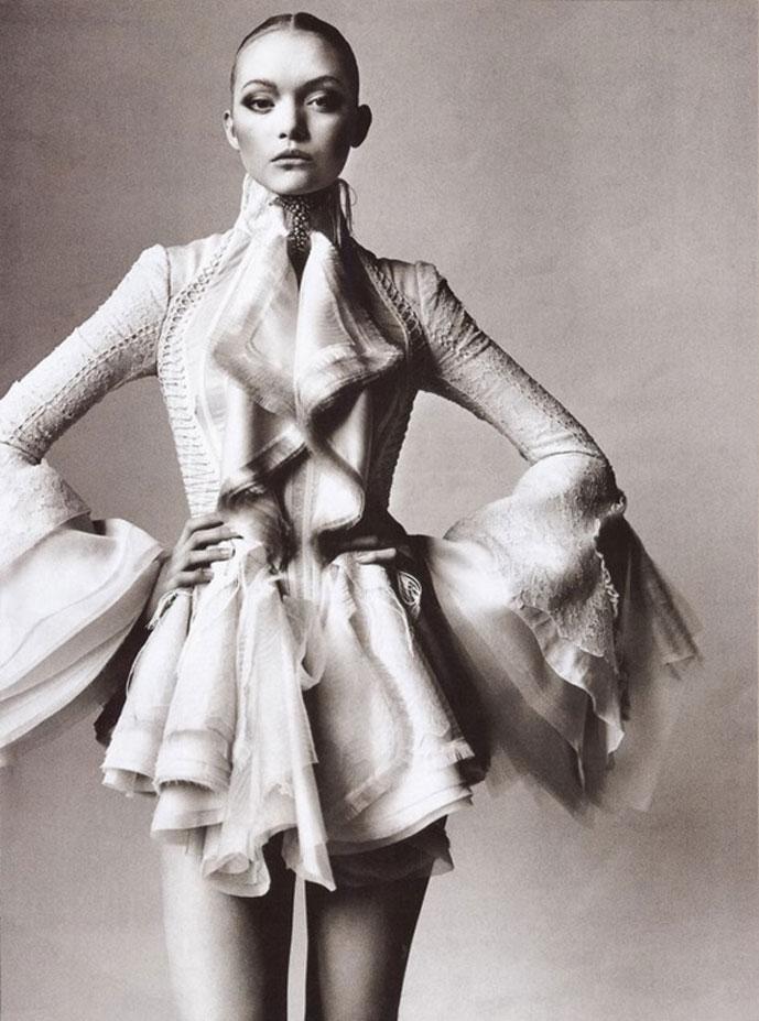 Balenciagia-Mystique-Vogue-US-March-2006-Gemma-Ward-Irving-Penn-editorial-4[4]