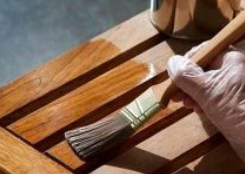 Verniz - objetos e portas e janelas de madeira