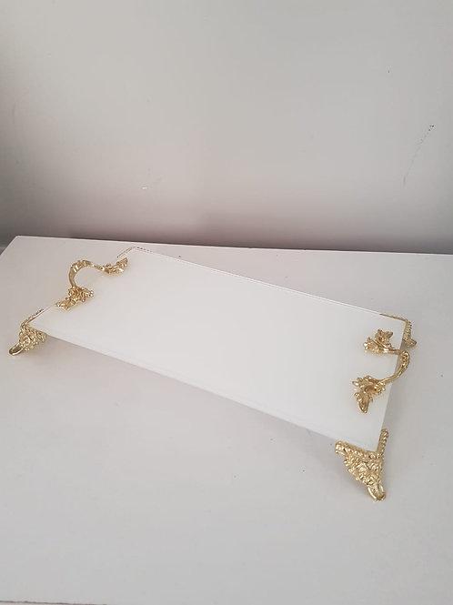 Bandeja vidro branco com detalhes dourado