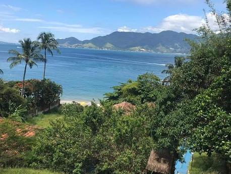 Praias para se divertir com crianças em Ilha Bela