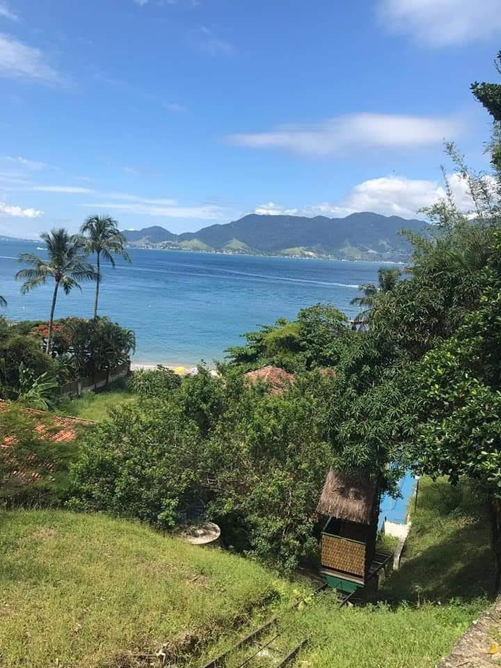 Praias em Ilha Bela boa para ir com crianças