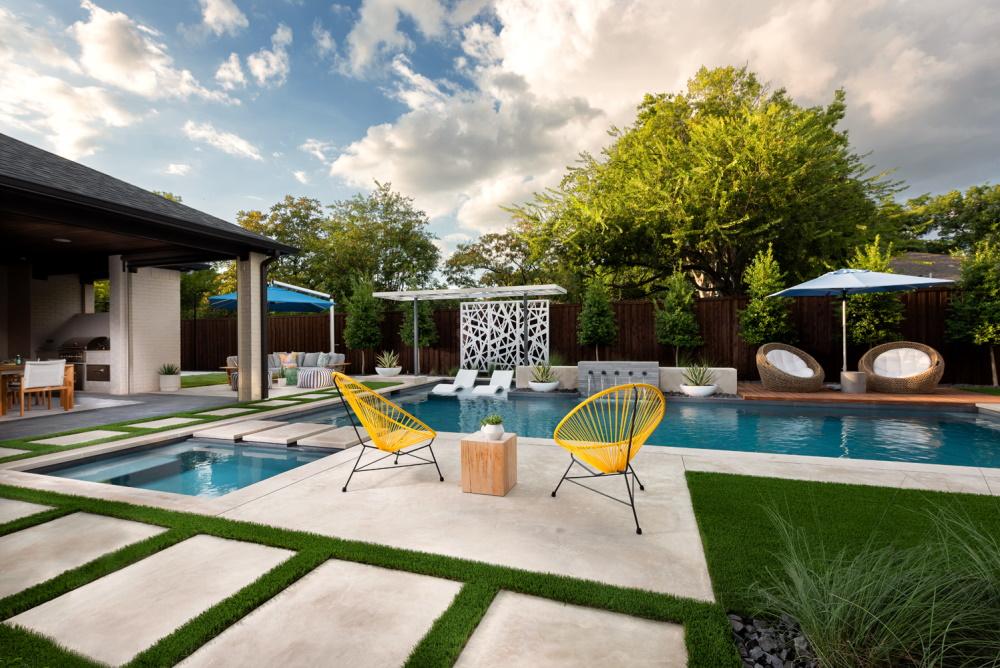 Dallas Linear Pool w/ Modern Panels
