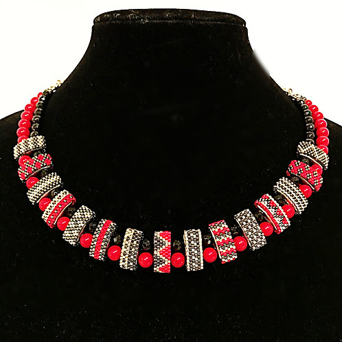 Carrier Bead Necklace - Onyx & Coral