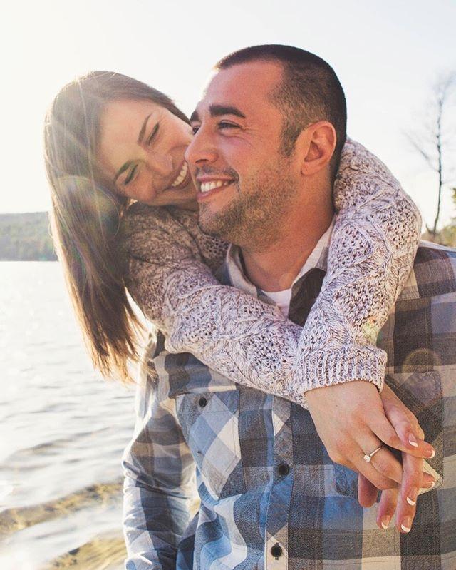 Love at the Lake | Engagement Photo