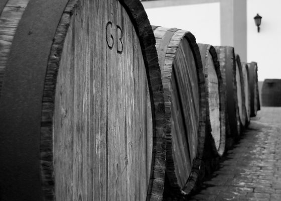 Wine_barrels_outside_vineyard_on_Lanzaro