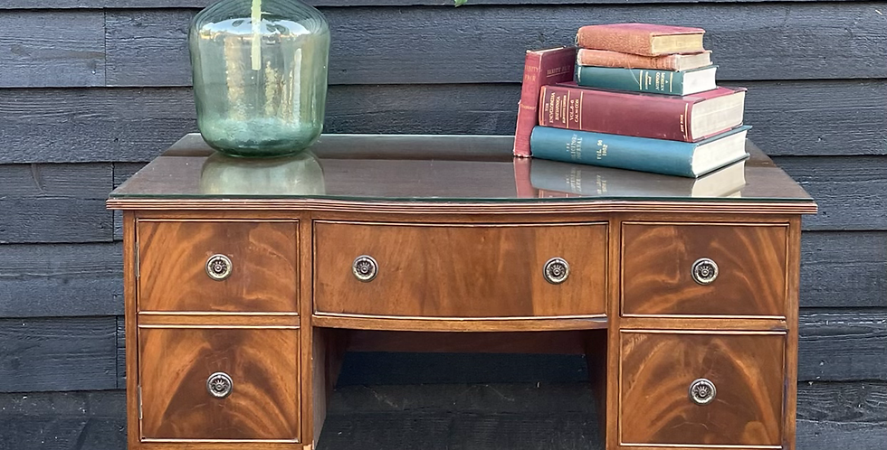 Queen Anne Style Mahogany Veneer Kneehole Writing Desk / Dressing Table